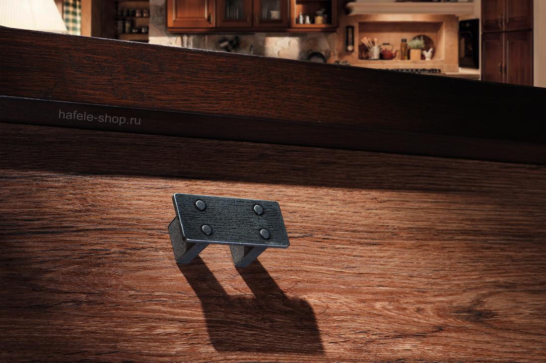 Мебельная ручка, цвет состаренное железо, с текстурой, длина 58 мм.