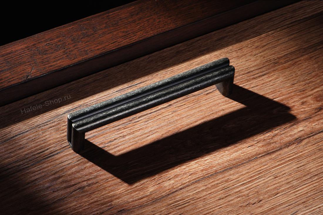 Ручка, винтажный стиль, цвет античный цинк, длина 138 мм, между винтами 128 мм